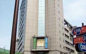 警視庁・渋谷警察署、平成17年度歩道橋改修中。